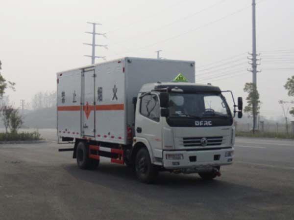 JDF5120XRYE5型易燃液体厢式运输车