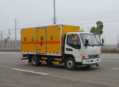 JDF5070XRYHFC5型易燃液体厢式运输车