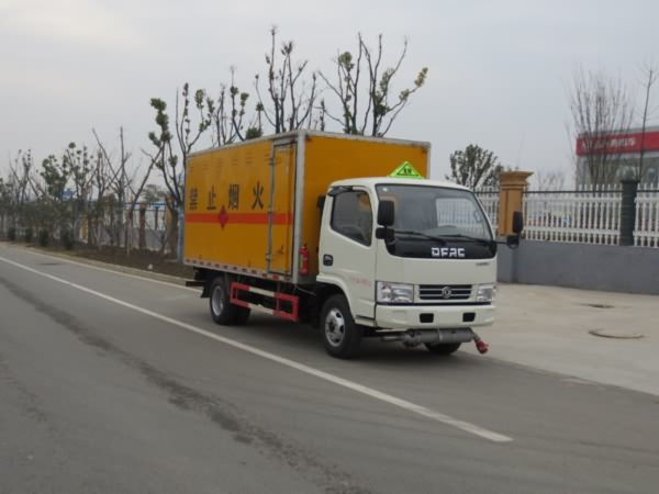JDF5070XRYE5型易燃液体厢式运输车